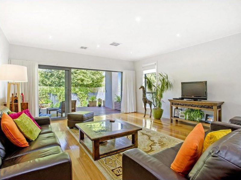 Ogilvie-townhouses-lounge-living-backyard-design