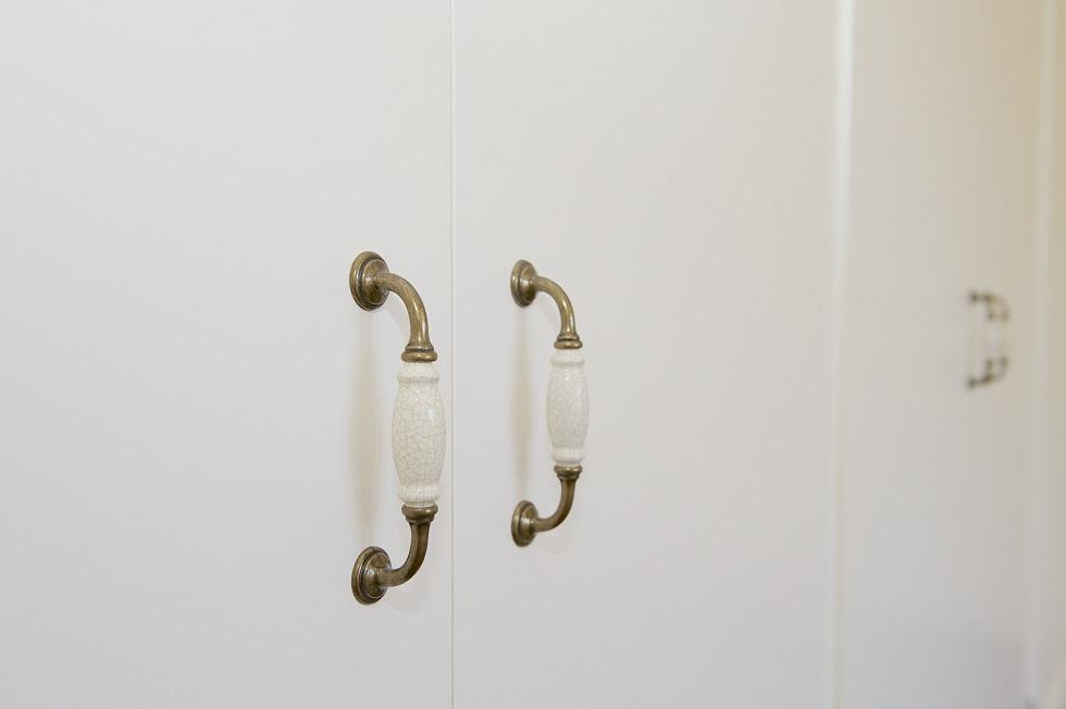 home-renovations-heritage-wardrobe-handles-restoration