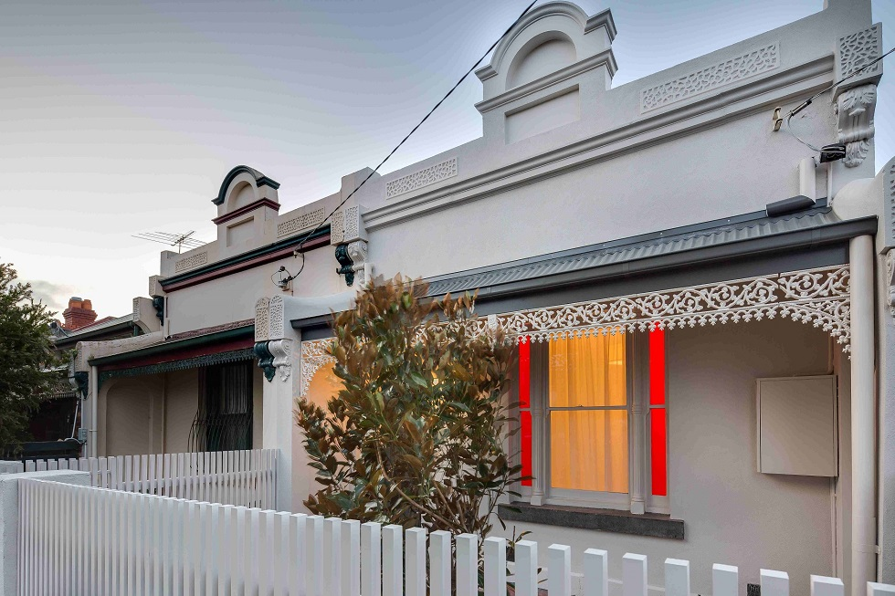 architect-melbourne-old-style-home-lead-light-windows-facade-The-Barkly-innovative-space-design